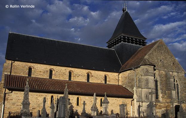в много покриви на църкви спокойствие намират прилепни колонии