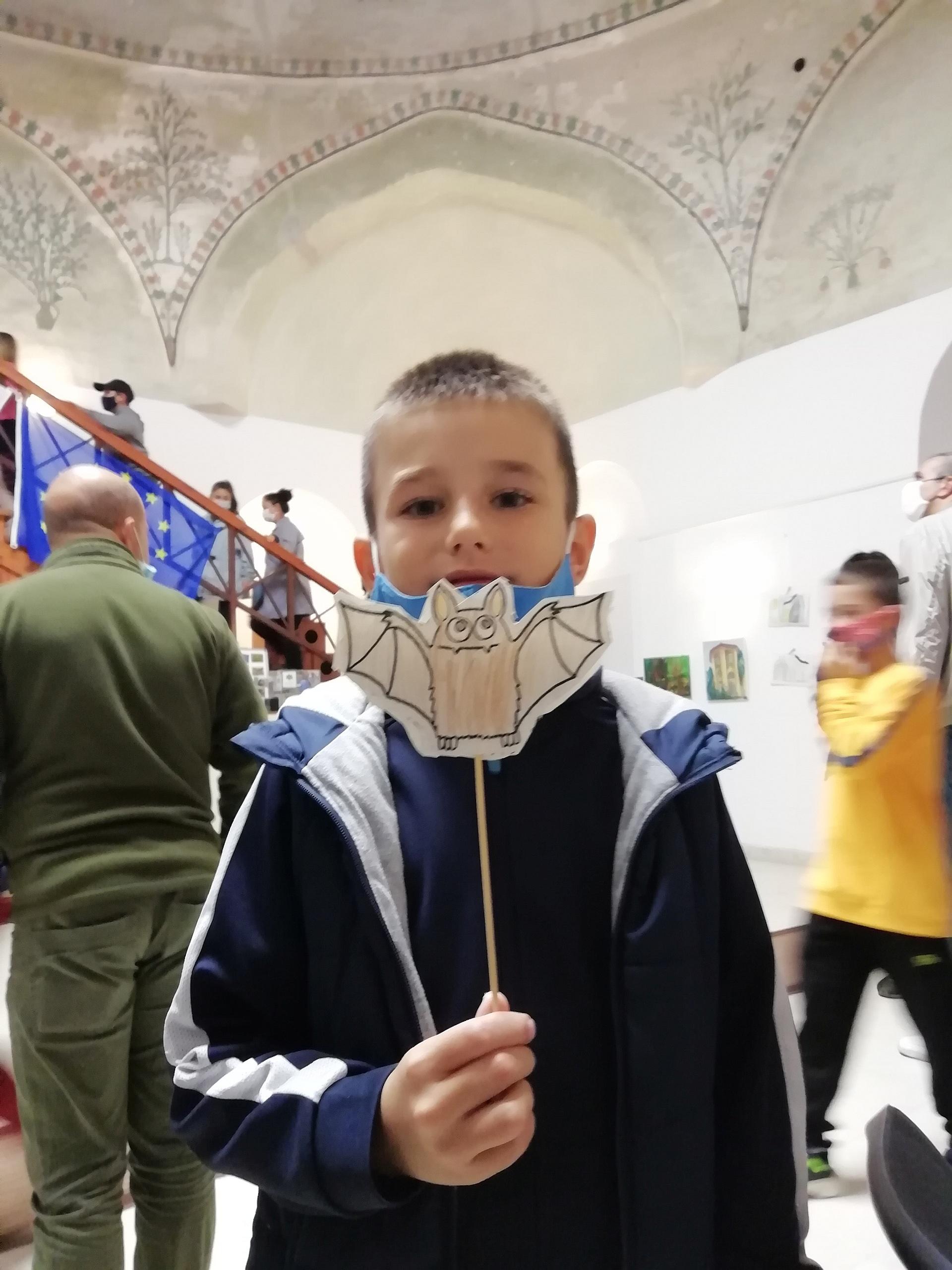 След това изготвяхме прилепни маски, оригами и други интересни прилепи.