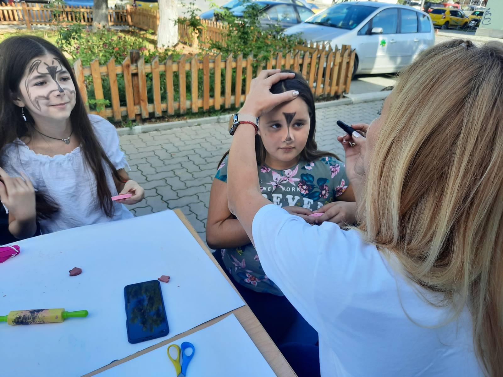 Заедно се забавлявахме с нашите арт ателиета.